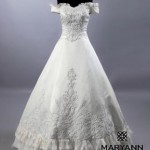 正統派オフショルダーのAラインのウェディングドレス【マリアンヌブライダル】