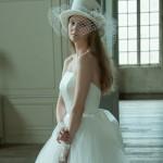 シンプルなのにカワイイ、クチュールナオコのウェディングドレス