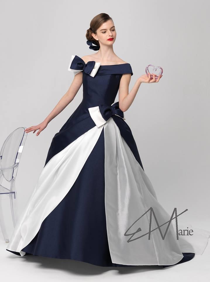 エリ松居ロールカラーのカラードレス